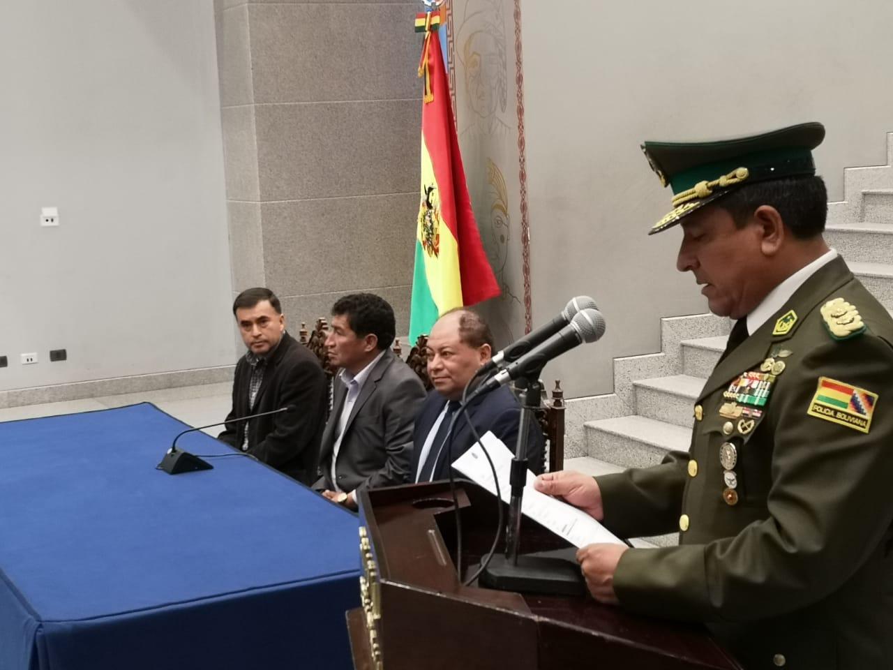 Resultado de imagen para POSESIONAN A NUEVO COMANDANTE GENERAL DE LA POLICÍA BOLIVIANA